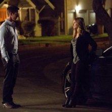 Veronica Mars: Jason Dohring e Kristen Bell in una scena notturna
