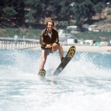 Henry Winkler è Fonzie nel serial cult Happy Days, qui nel celebre 'salto dello squalo'