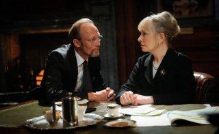 Sherlock: Lars Mikkelsen e Lindsay Duncan nell'episodio His Last Vow della terza stagione