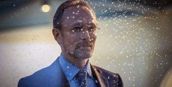 Sherlock: Lars Mikkelsen in un momento dell'episodio His Last Vow della terza stagione