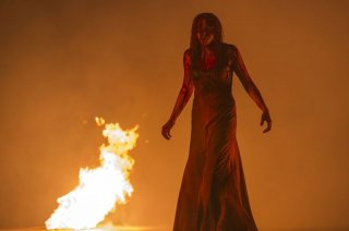 Carrie: Chloe Moretz tra le fiamme in una scena del film