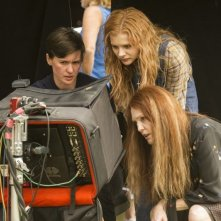 Carrie: Julianne Moore e Chloe Moretz con la regista Kimberly Peirce sul set