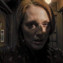 Carrie: Julianne Moore in un'inquietante immagine tratta dal film