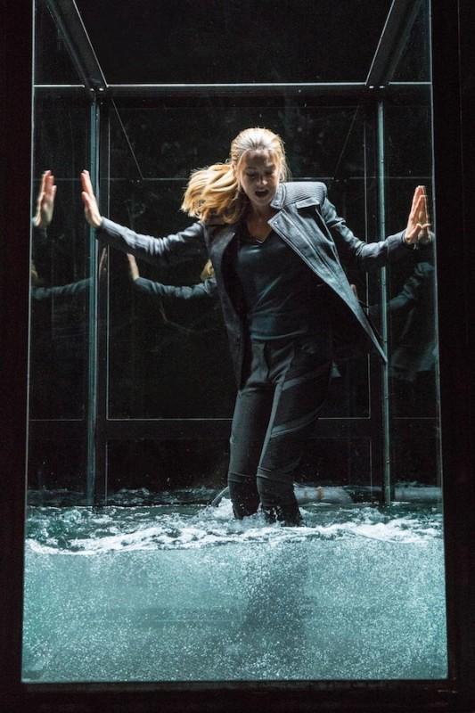 Divergent Shailene Woodley Intrappolata In Una Gabbia Di Vetro 296641