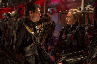 Edge of Tomorrow - Senza domani: Tom Cruise ed Emily Blunt indossano le loro armature
