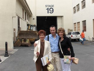 Happy Days: il presidente del fan club, Giuseppe Ganelli, con Cathy Silvers e Marion Ross allo studio 19 Paramount nel 2010