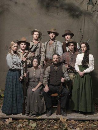 Hatfields & McCoys: una foto promozionale del cast