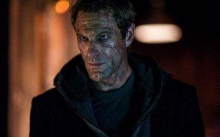 I, Frankenstein: il volto segnato di Aaron Eckhart in una scena del film fantasy