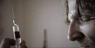 Red Krokodil: il protagonista Brock Madson in una scena del film incentrato sull'uso di droghe sintetiche