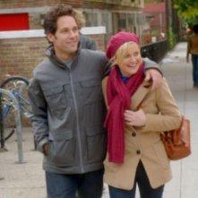 They Came Together: Amy Poehler e Paul Rudd camminano abbracciati