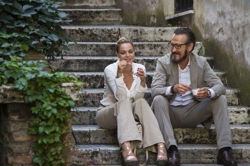 Tutta Colpa Di Freud Claudia Gerini Chiacchiera Romanticamente Con Marco Giallini In Una Scena 296616