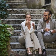 Tutta colpa di Freud: Claudia Gerini chiacchiera romanticamente con Marco Giallini in una scena