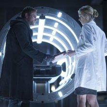 I, Frankenstein: Yvonne Strahovski e Aaron Eckhart in una scena del film fantasy