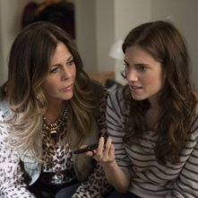 Girls: Rita Wilson e Allison Williams nell'episodio Females Only
