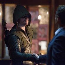 Arrow: Kevin Alejandro e Stephen Amell nell'episodio Blast Radius