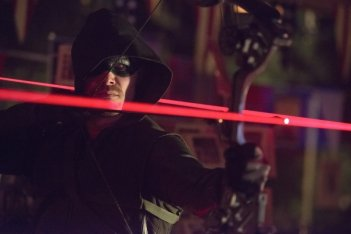 Arrow: Stephen Amell in una scena dell'episodio Blast Radius