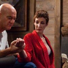 La gente che sta bene: Claudio Bisio con Jennipher Rodriguez in una scena
