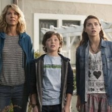Growing Up Fisher: Jenna Elfman, Eli Baker, Ava Deluca-Verley in una scena della serie