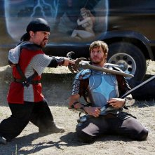 Knight of Badassdom: Peter Dinklage e Ryan Kwanten in una scena