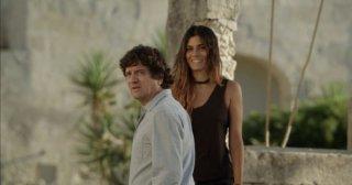 Una donna per amica: Fabio De Luigi in una scena con Valeria Solarino