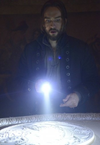 Tom Mison in The Indispensable Man, season finale di Sleepy Hollow, prima stagione