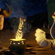 Khumba: Mama V con Khumba e lo struzzo Bradley intorno ad un falò in una scena del film