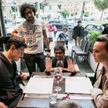 Amore oggi: Andrea Bosca e Sara Zanier con i registi sul set dell'episodio Precari