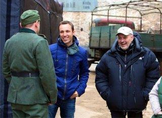 Storia di una ladra di libri: il regista Brian Percival sul set con l'autore del libro Markus Zusak