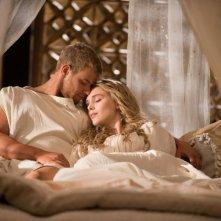 Hercules: La leggenda ha inizio, Gaia Weiss con il suo Ercole in una scena d'amore del film