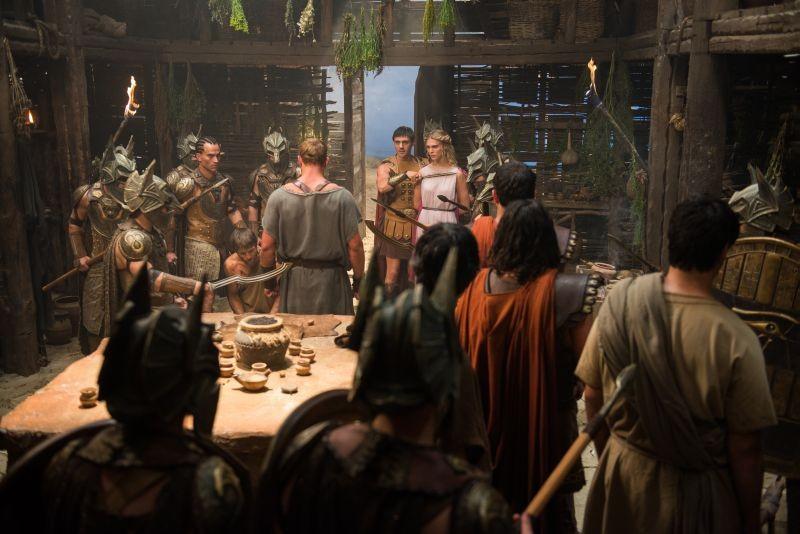 Hercules La Leggenda Ha Inizio Gaia Weiss Minacciata Da Liam Garrigan In Una Scena 297495