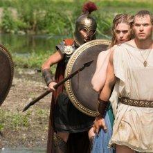 Hercules: La leggenda ha inizio, Gaia Weiss nei panni di Ebe si nasconde dietro il suo Hercules in una scena