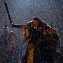 Hercules: La leggenda ha inizio, Kellan Lutz a cavallo attacca il nemico