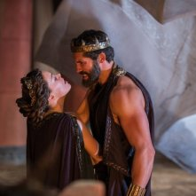 Hercules: La leggenda ha inizio, Scott Adkins con Roxanne McKee in una violenta scena del film