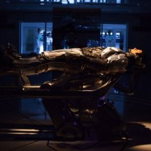 Robocop: una suggestiva immagine di Joel Kinnaman tratta dal film