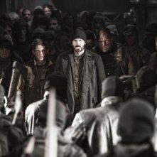 Snowpiercer: Chris Evans e Jamie Bell a capo della rivolta dei poveri in una scena del film