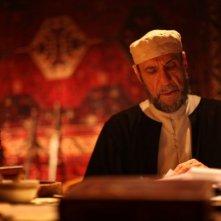 Il mistero di Dante: F. Murray Abraham in una scena
