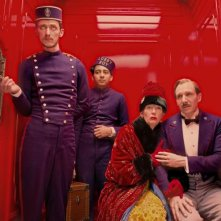 The Grand Budapest Hotel: Paul Schlase, Toni Revolori, Tilda Swinton e Ralph Fiennes in ascensore