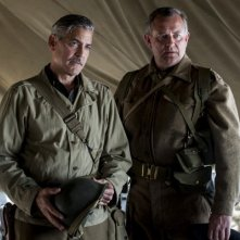 The Monuments Men: George Clooney e Hugh Bonneville in una scena