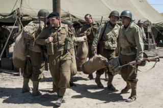 The Monuments Men: George Clooney, Hugh Bonneville e Jean Dujardin in una scena del film
