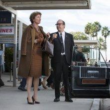 Saving Mr. Banks: Paul Giamatti con Emma Thompson in una scena