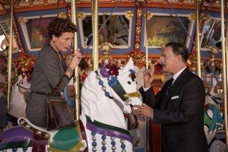 Saving Mr. Banks: Tom Hanks sulla giostra con Emma Thompson in una scena del film