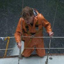 All Is Lost: Robert Redford in difficoltà in alto mare in una scena del film