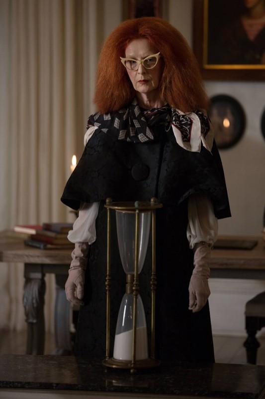 American Horror Story Coven Frances Conroy Con La Clessidra Nell Episodio The Seven Wonders 297949