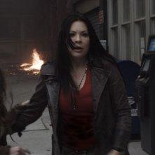 Spiders 3D: Christa Campbell e Sydney Sweeney in una scena di terrore