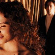 Storia d'inverno: Jessica Brown Findlay insieme a Colin Farrell in una scena