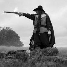 A Field in England: Reece Shearsmith sfodera la pistola