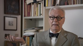 Felice chi è diverso: Paolo Poli in una scena del documentario di Gianni Amelio