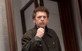 L'assalto: Ninni Bruschetta in una scena della fiction