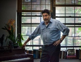 Love is strange: Alfred Molina in un momento del film