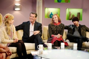 Non buttiamoci giù: Imogen Poots in una scena con Pierce Brosnan, Toni Collette e Aaron Paul